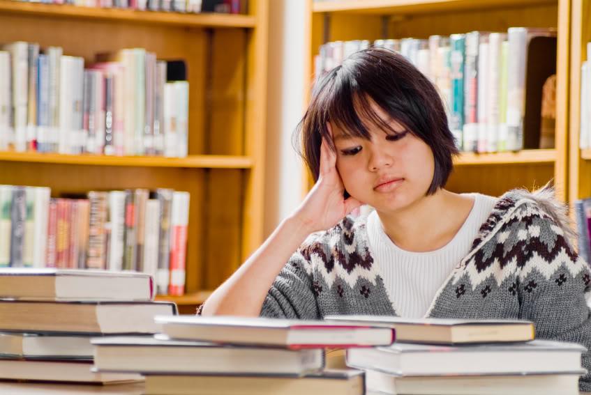 Có nên học từ vựng, ngữ pháp cho vững thì mới học nghe, nói giao tiếp hay không?
