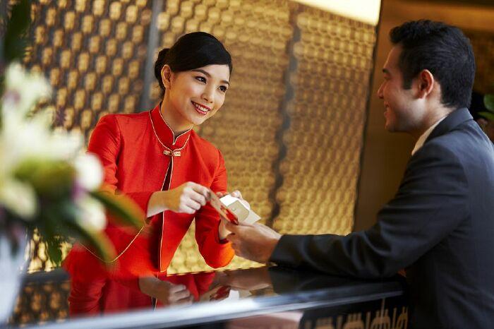 Những mẫu câu giao tiếp thông dụng khi đến Khách sạn