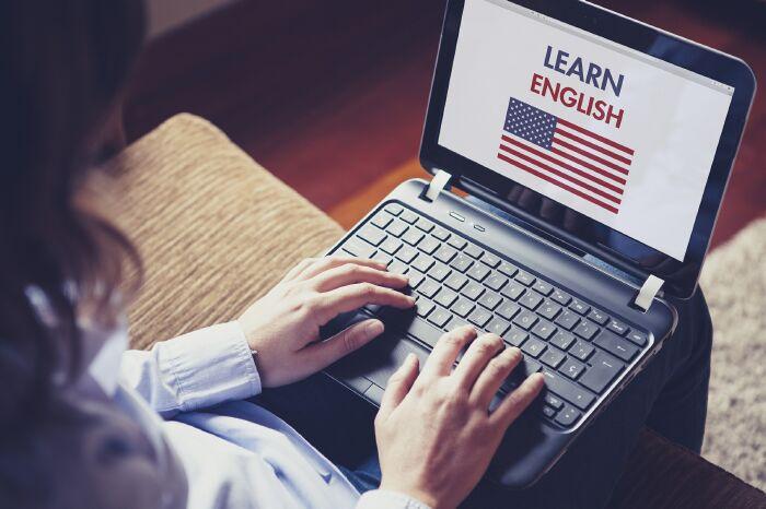 Những lợi ích khi người đi làm học tiếng anh qua skype