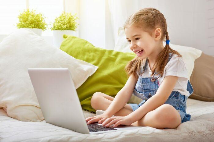 Vì sao nên để trẻ theo học tiếng anh online qua Skype?