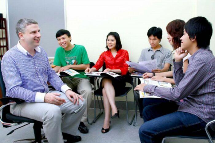 Học tiếng Anh với người nước ngoài, bạn sẽ được mất những gì?