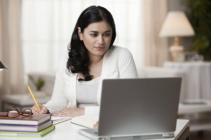Những lợi ích của khóa học tiếng anh online cho người định cư