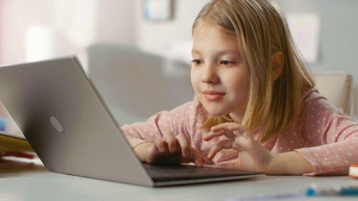 Vì sao nên cho trẻ học tiếng Anh online ngay từ nhỏ?